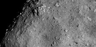 """Asteroid Ryugu aus einer Höhe von sechs Kilometern aufgenommen mit der """"Optical Navigation Camera - Telescopic (ONC-T)"""". Bild vom 20. Juli 2018. Image credit: JAXA, University of Tokyo and collaborators."""
