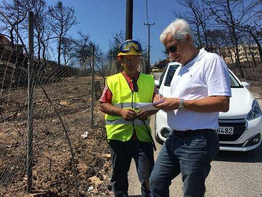 Stadtrat Chorosis in Griechenland bei den Opfern der Brandkatastrophe