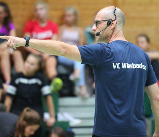 VCW-Chef-Trainer Dirk Groß sieht sein Team zusammenwachsen (Foto: Detlef Gottwald)