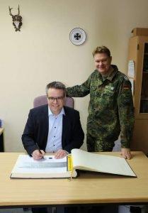 MdB Dr. Lindner und Oberstleutnant Martin Hess (Foto: Bundeswehr)