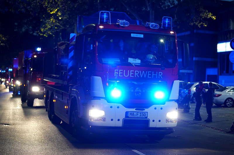 Ludwigshafen Berufsfeuerwehr Blaulichtumzug (Foto: Holger Knecht)