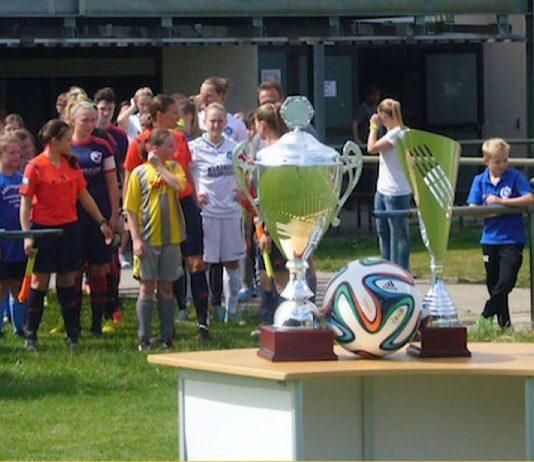 Der begehrte Pokal (Foto: Hannes Blank)