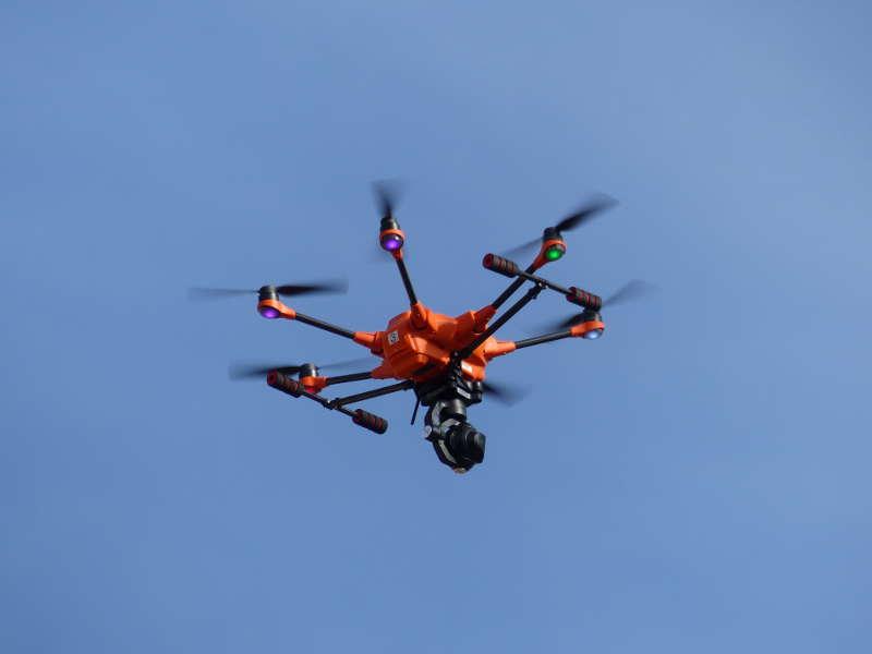 Fliegende Drohne (Foto: Medienteam Feuerwehr Neustadt)