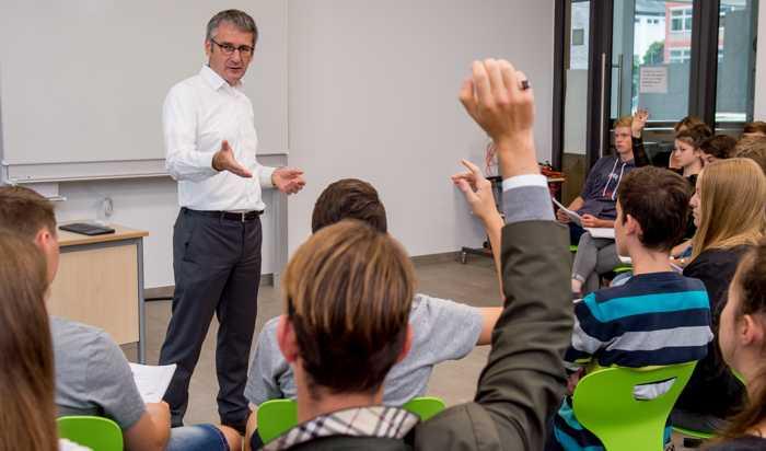 Auch Landtagspräsident Hendrik Hering wird am Schulbesuchstag in verschiedenen Schulen zu Gast sein. Bildnachweis: Landtag Rheinland-Pfalz/Torsten Silz