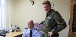 Generalleutnant Ingo Gerhartz und Oberstleutnant Martin Hess (Foto: Bundeswehr)
