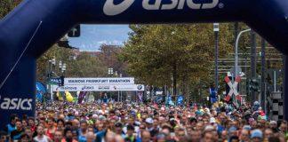 """Neuen Teilnehmerrekord erreicht, Weltklasse-Zeiten bei den Eliteathleten, schnellstes Frauenrennen aller Zeiten in Deutschland: Die 37. Ausgabe des Mainova Frankfurt Marathon hat die Zuschauer und Teilnehmer gleichermaßen begeistert. """"Es war all das zu sehen, was die Faszination Marathon ausmacht"""", sagt Renndirektor Jo Schindler. (Foto: Mainova Frankfurt Marathon)"""