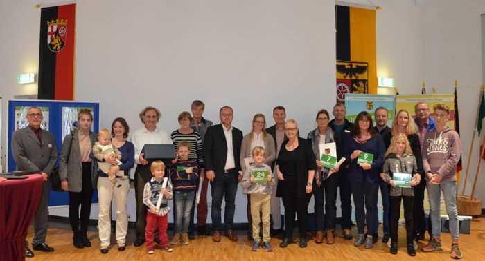 """Neun Privathaushalte erhalten die """"Grüne Hausnummer Plus"""". Foto: Kreisverwaltung Mainz-Bingen."""