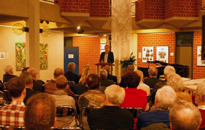 Landrat Dietmar Seefeldt konnte bei der Vorstellung des Heimatjahrbuches 2019 zahlreiche Interessierte, Mitglieder des Redaktionsausschusses sowie Autorinnen und Autoren begrüßen.