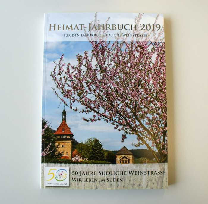 """Das Heimatjahrbuch zum Kreisjubiläum 2019 trägt den Titel: """"50 Jahre Landkreis. Wir leben im Süden""""."""