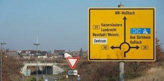 Kreisverkehrsplatz bei Mußbach (Foto: HolKreisverkehrsplatz bei Mußbach (Foto: Holger Knecht)ger Knecht)