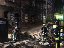 Feuer vor Wohnhaus in Höchst