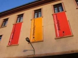 Festivalfahnen in Heidelberg (Foto: Hannes Blank)