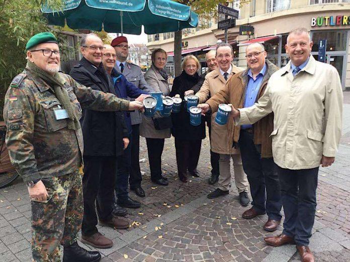 Sammlerinnen und Sammler (Foto: Volksbund Deutsche Kriegsgräberfürsorge/Volker Schütze)