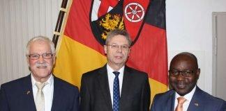 Siegbert Kemmer, Präsident Seimetz, Dr. Samuel Husunu (Foto: SGD Süd)