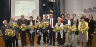 Jutta Schaper (4. v.li.) erhielt eine besondere Ehrung für ihre kreativen Kurskonzepte. (Quelle: Stadtverwaltung Neustadt)