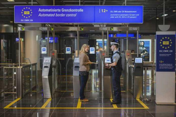 AB 13. November am Flughafen Frankfurt am Main automatisiertes Grenzkontrollsystem EasyPASS auch für Minderjährige ab 12 Jahren