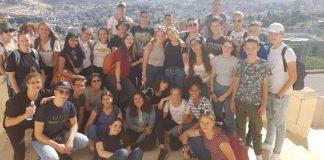 Die Schülergruppen aus Weinheim und Ramat Gan. Foto: Gund