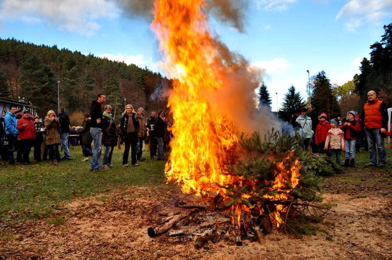 Weihnachtsbaumverbrennen beim Weidenthal Knutfest (Foto: Jens Lehmann)