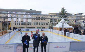 Peter Hausen, Geschäftsführer der Rheinhessischen, Stephan Trautmann, Vorsitzender des Gewerbevereins Ingelheim aktiv, und Wolfgang Bärnwick, Beigeordneter und IKuM-Aufsichtsratsvorsitzender (v.l.n.r.), freuen sich über die Eröffnung der Eisbahn. (Foto: IKuM GmbH)