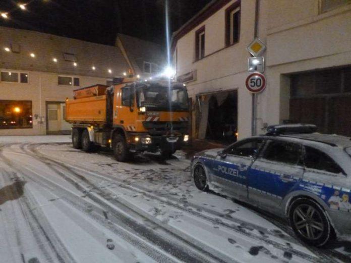 Verkehrsunfall eines Streufahrzeugs (Foto: Polizei RLP)