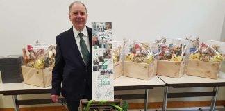 Volker Mattil wurde für sein 45. Betriebsjubiläum bei der Jahresabschlussversammlung geehrt (Foto: JOLA)