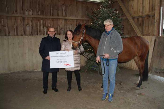 Spendenübergabe Verein Reiterhof Kinderhilfe - Quelle: TWL