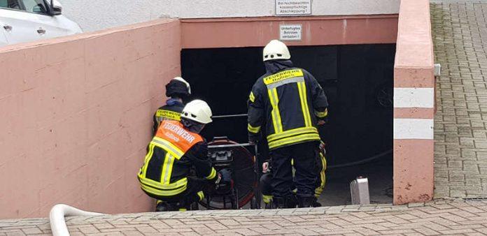 Feuerwehreinsatz in der Tiefgarage in der Straße