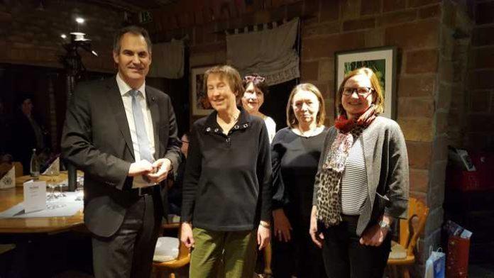 v.l.n.r.: Landrat Dietmar Seefeldt, Gästeführerinnen Eva Maria Bauer, Heidi Kunze, Monika Burg und Geschäftsführerin SÜW e.V. Uta Holz