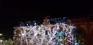 55.1 Lichtprojektionen von Ingo Bracke an der Schmuckfassade (Foto: Forum Alte Post)