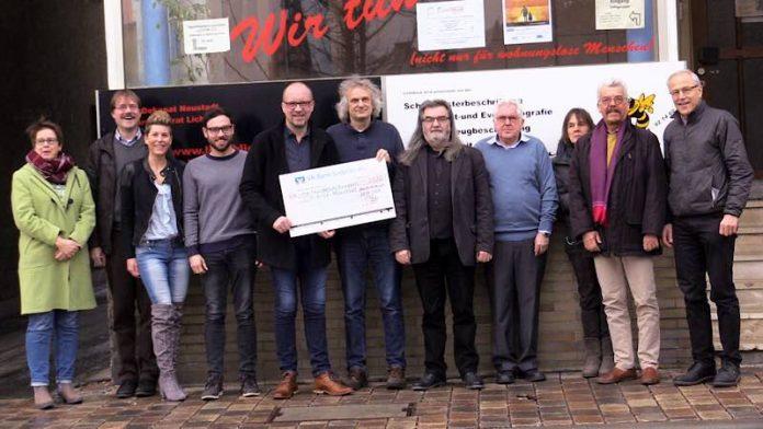 Gruppenfoto von der Spendenübergabe (Foto: Werner Harke)