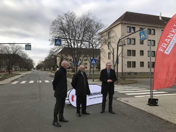 Symbolische Übergabe von Columbus mit Michael Scharf (Projektleiter BImA), Oberbürgermeister Dr. Peter Kurz & Achim Judt (Geschäftsführer MWSP) (v.l.n.r.)