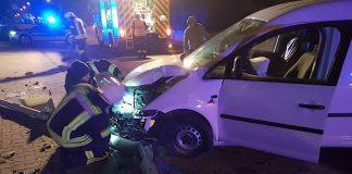 Der durch den Verkehrsunfall beschädigte PKW (Foto: Feuerwehr Neustadt)