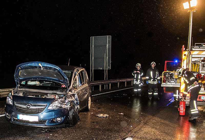 Unfall bei Goellheim kurz nach 19 Uhr (Foto: Helmut Dell)
