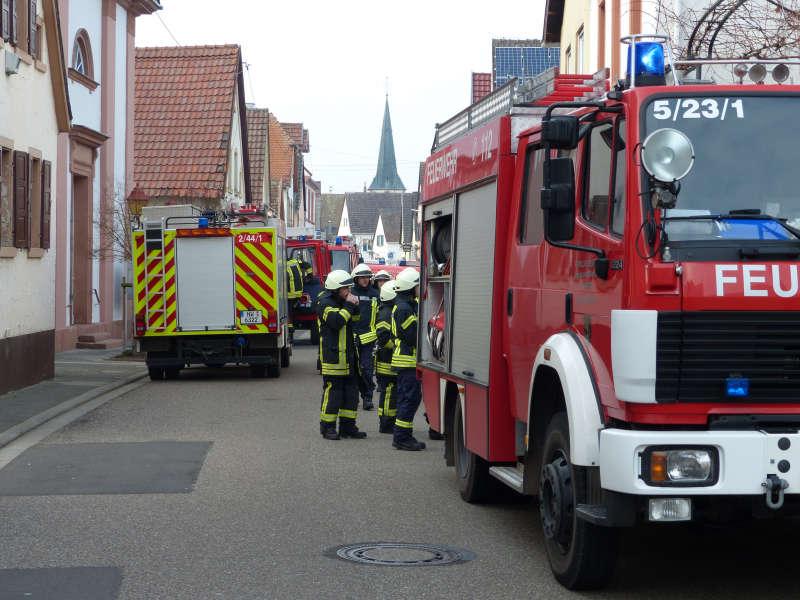 Einsatzkräfte (Foto: Feuerwehr Neustadt)