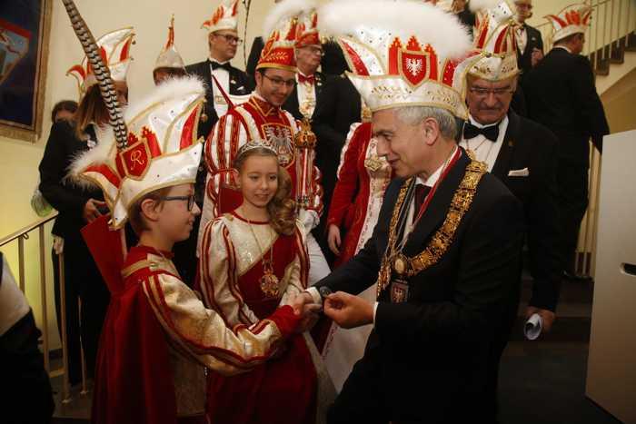 OB Feldmann begruesst Kinderprinzenpaar Jannis I. und Finja I. im Rathaus_Foto_Maik_Reuss