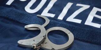 Symbolbild, Polizei, Verhaftung_Handschellen