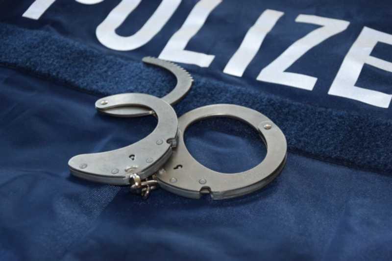 Polizei_Verhaftung_Handschellen_Neu_Symbolbild
