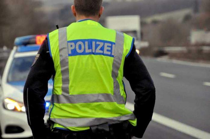 Symbolbild, Polizei, Verkehrskontrolle, Kontrolle