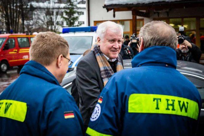 THW_Dank von Bundesinnenminister HorstSeehofer ©Sebastian Birzele
