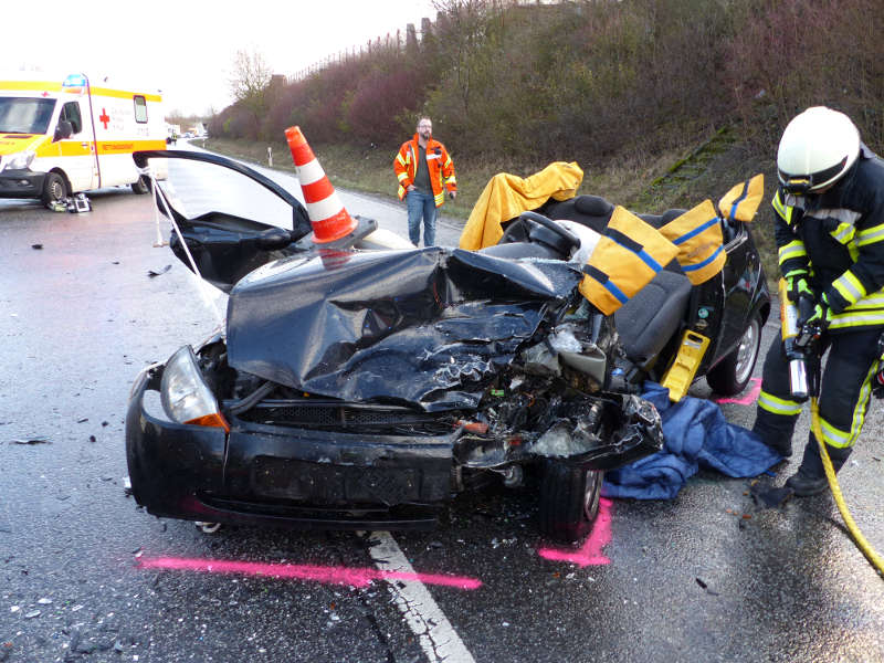 Die Insassen der beiden Fahrzeuge wurden durch die Feuerwehr gerettet (Foto: Feuerwehr Neustadt)