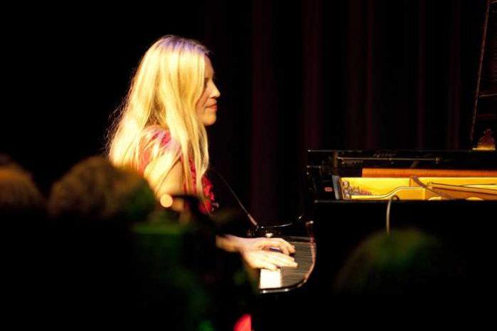 Foto: Stadt Weinheim - Pianistin Helfrich