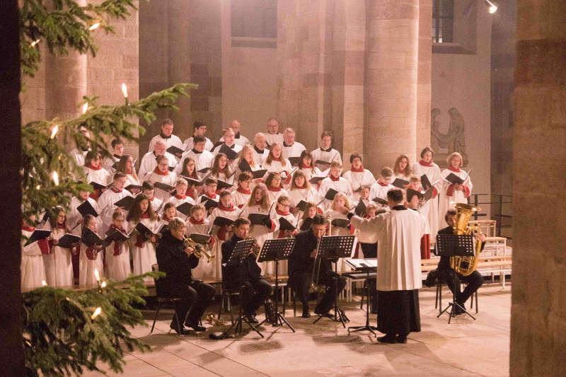 Mädchenchor, Domsingknaben, Domchor und Dombläser unter der Leitung von Domkapellmeister Markus Melchiori gestalteten den Gottesdienst musikalisch. (Foto: Bistum Speyer)