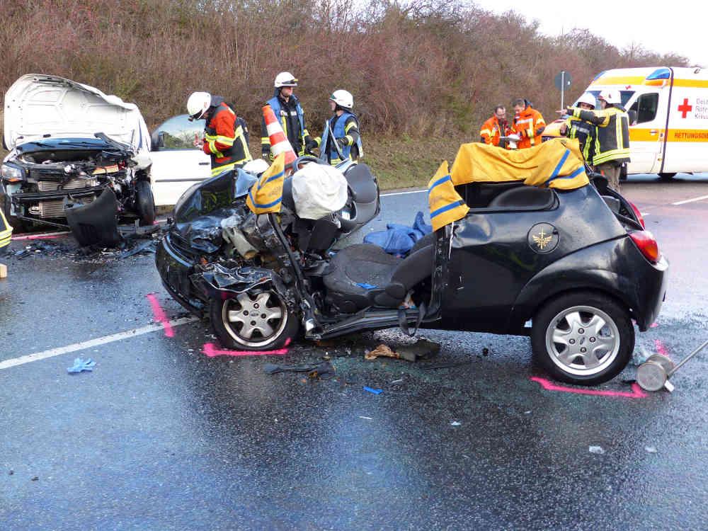 Verkehrsunfall bei Neustadt (Foto: Feuerwehr Neustadt)