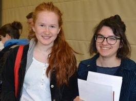 Louisa Riegel (links) und Sabeth Riedel haben sich dazu entschlossen sich zusätzlich auch typisieren zu lassen. (Foto: DRK Haßloch)