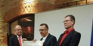 (von links nach rechts) Spendenpate Georg Kiefer, Udo Kreutz, Präsident Sven Theobald (Foto privat)