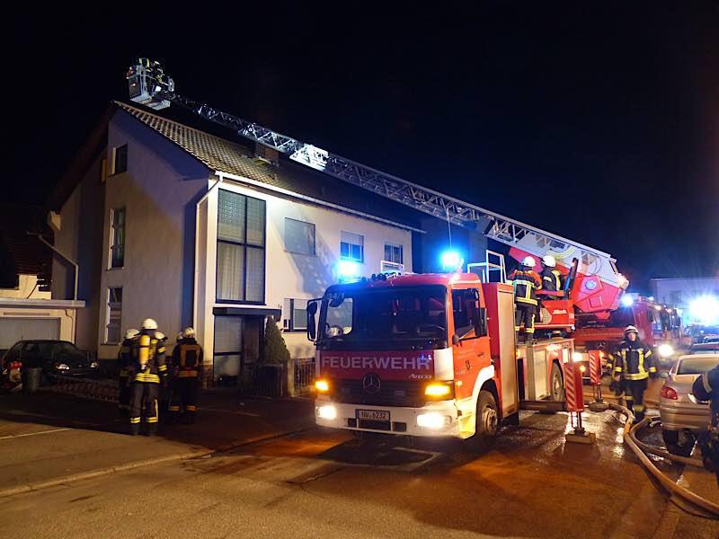 Einsatz der Drehleiter für die Höhensicherung (Foto: Feuerwehr Neustadt)