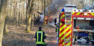 Ein Holzrückefahrzeug geriet in Brand (Foto: Feuerwehr Haßloch)