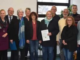 Erste Kreisbeigeordnete und Gesundheitsdezernentin Diana Stolz (4. von links) beim Erfahrungsaustausch zum Thema Spezialisierte ambulante Palliativversorgung.