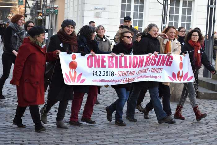 """Auch 2019 wieder auf dem Landauer Rathausplatz: """"One Billion Rising"""" gegen Gewalt an Frauen. (Quelle: Stadt Landau)"""