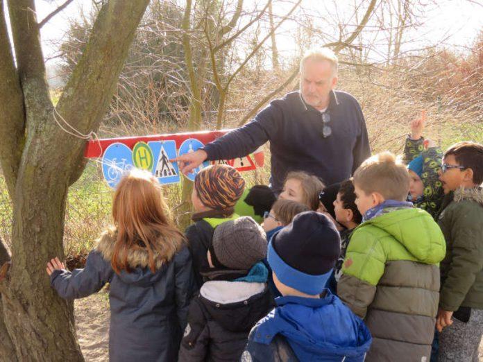 Schilderschule für die KiTa-Kinder (Foto: Gemeindeverwaltung Haßloch)